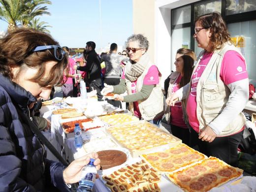 """(Galería de fotos) Multitudinaria """"Cursa de la Dona"""" en el puerto de Maó"""
