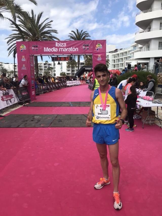 Sergi Reurer, tras lograr el triunfo en Ibiza (Foto: Lô Esport)