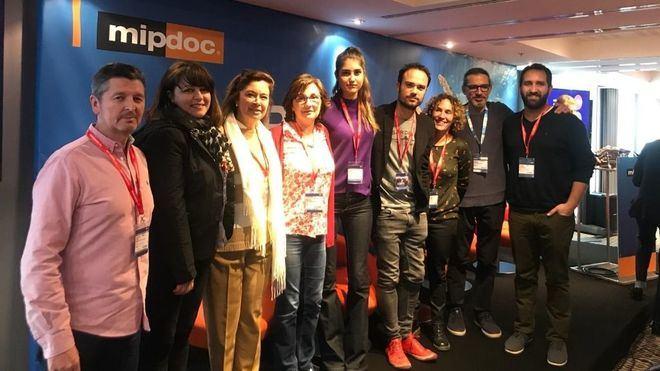 """Toni Escandell, de """"Paleàrtica"""", a la izquierda junto al resto de productoras."""