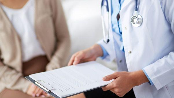 Los galenos cifran el máximo admisible en 1.500 pacientes por médico de familia.