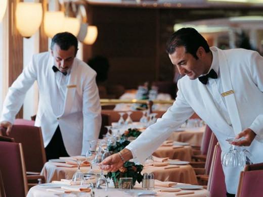Camareros durante un servicio.