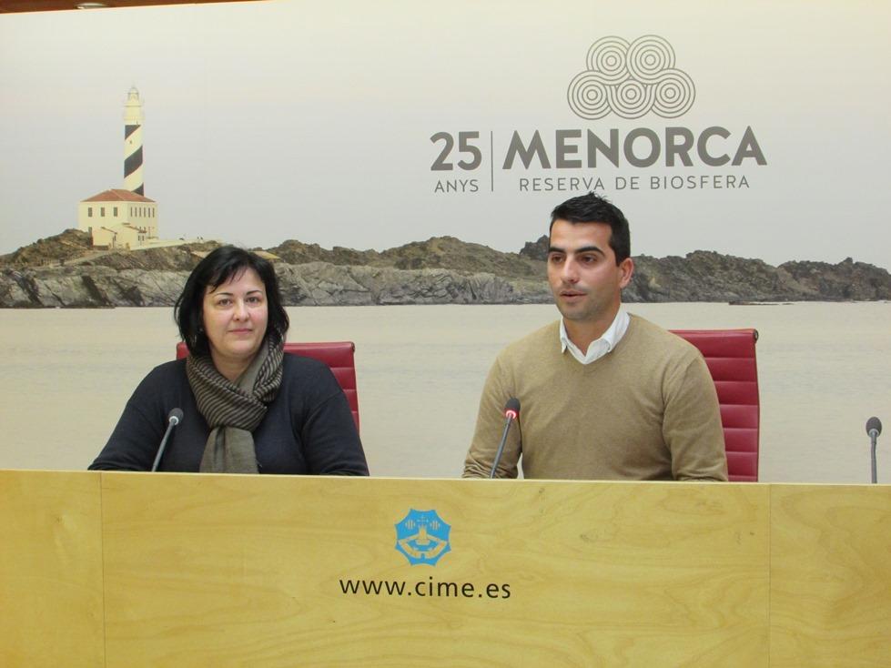 El conseller d'Ocupació, Miquel Company, y la secretaria de Arteme, Nuria Pons, han anunciado la presencia menorquina en Espaijoia.