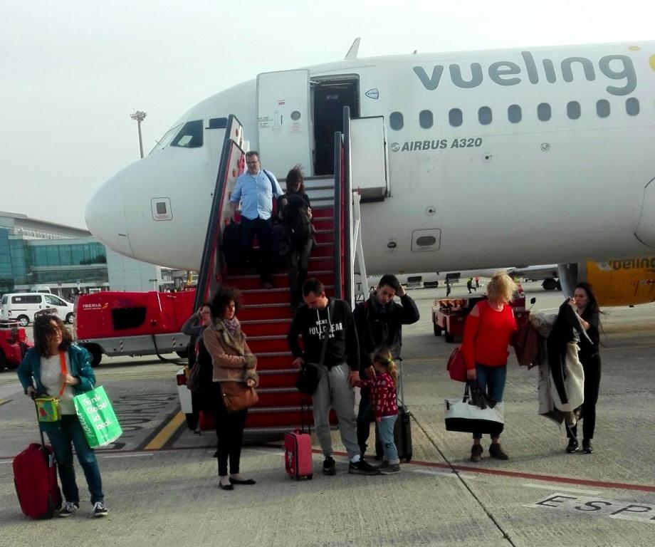 La mayoría de viajeros accedieron a la terminal en bus o andando.