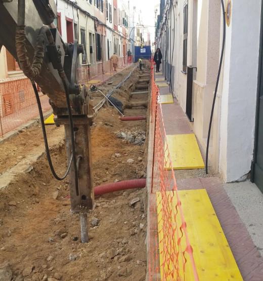 Está previsto que las obras del Carrer de la Plana acaben a mitad del mes de mayo.