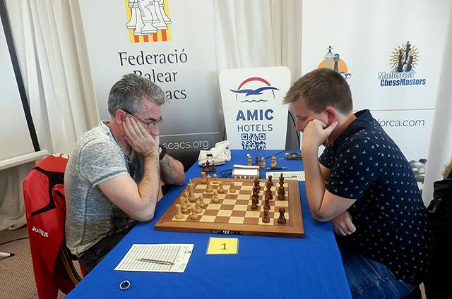 Cubas, durante una de las partidas (Fotos: deportesmenorca.com)