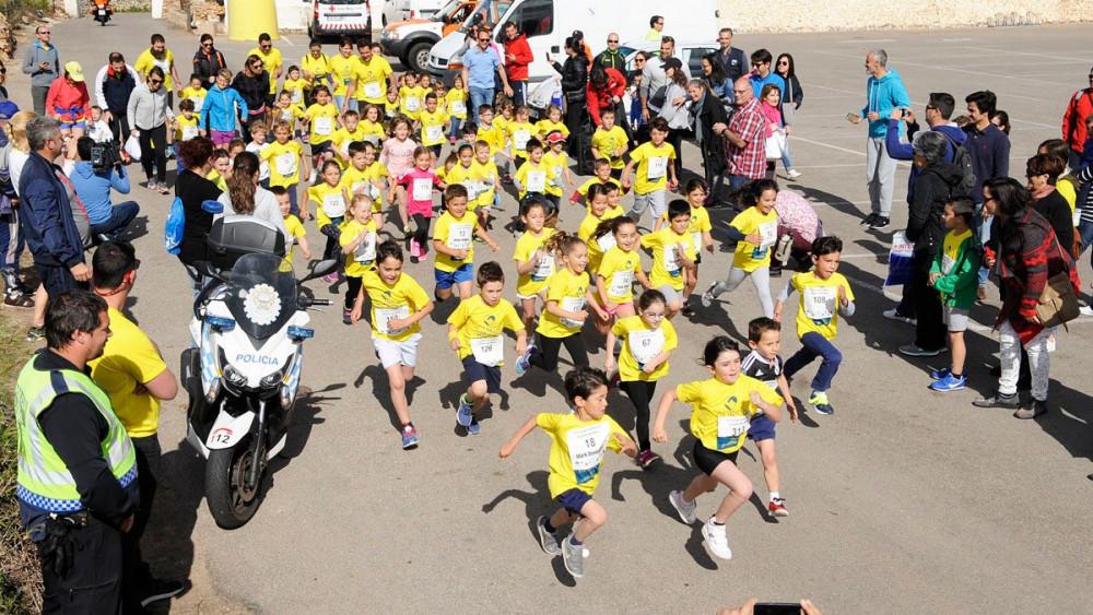 Los más pequeños disfrutan de las actividades deportivas (Foto: Tolo Mercadal)