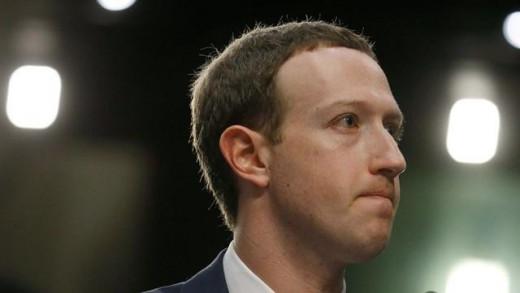 El fundador de Facebook ha reconocido que la filtración de datos fue debida a un error.