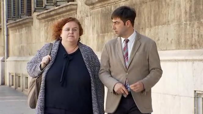 La ex consellera ha acudido a declarar esta mañana en compañía de su abogado.