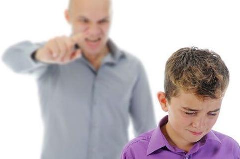 padres-gritar-hijos
