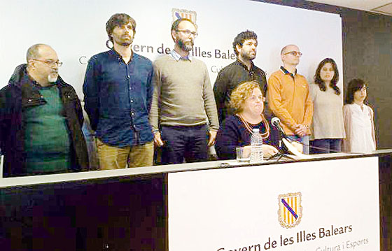 """Ruth Mateu, en la rueda de prensa en la que dimitió como consellera por el """"Caso Contratos""""."""