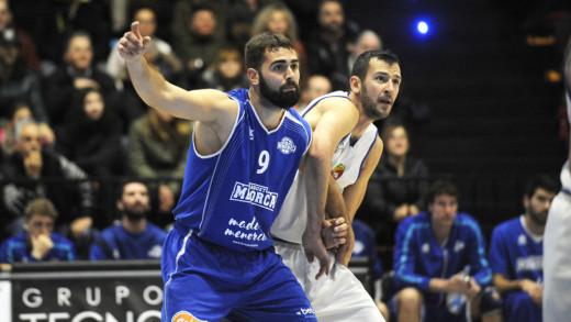Biel Torres intenta ganar la posición (Foto: Tolo Mercadal)