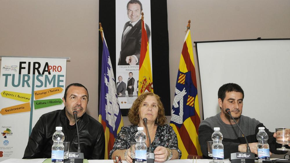 Momento de la presentación del concierto de Simón Orfila (Fotos: Tolo Mercadal)