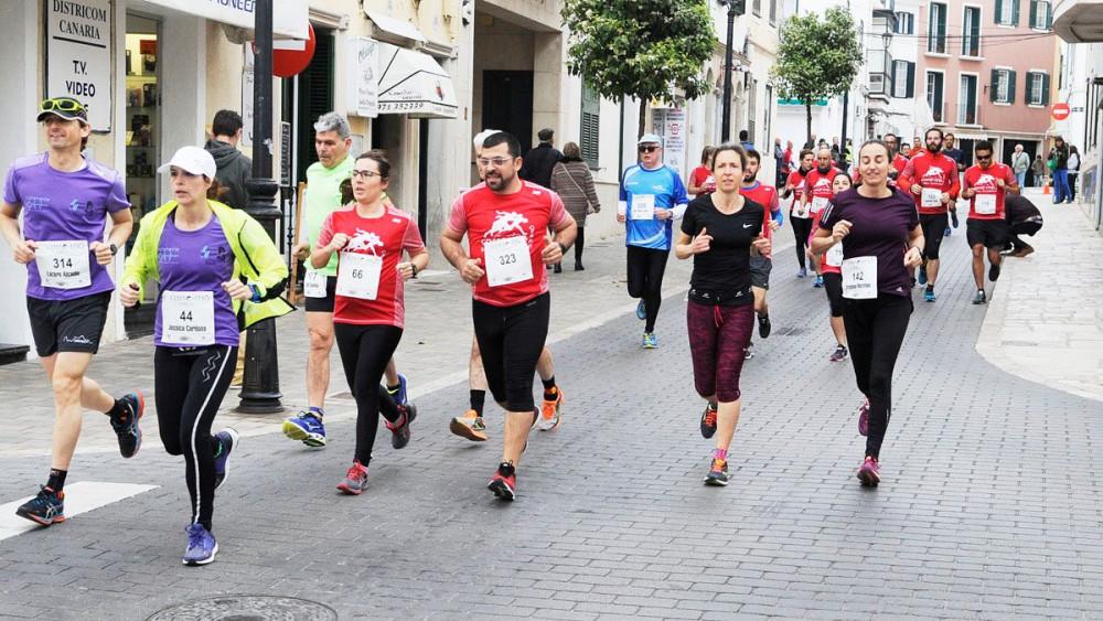 """Momento de la prueba """"Corre Mô"""" por el centro de la ciudad (Fotos: Tolo Mercadal)"""