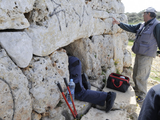 (Fotos) Empieza la restauración de la Naveta des Tudons