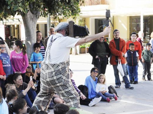 (Fotos) El teatro infantil toma las calles de Maó