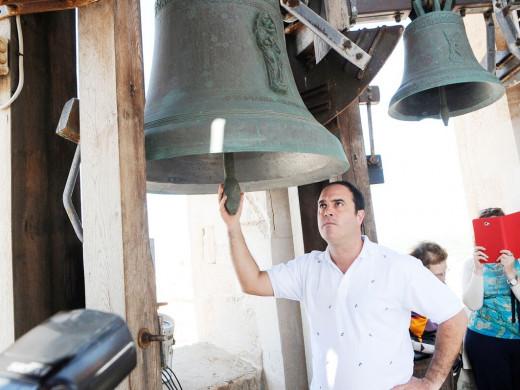 (Fotos y vídeo) Música de campanas en Maó