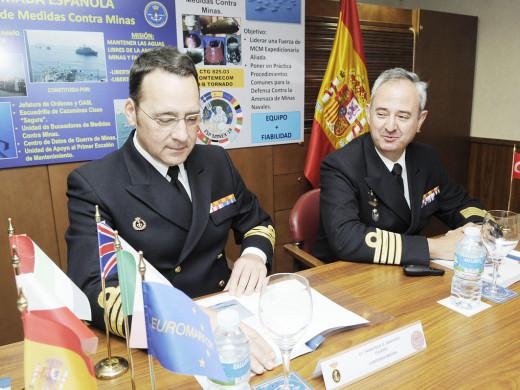 (Galería de fotos) La Armada Española desembarca en el puerto de Maó