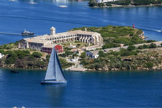 La isla del Rey, en el puerto de Maó