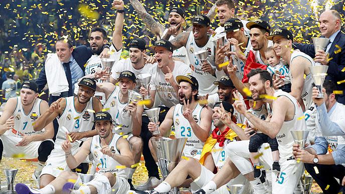 Llull, celebrando el título de 2018 junto a sus compañeros (Foto: Euroliga)