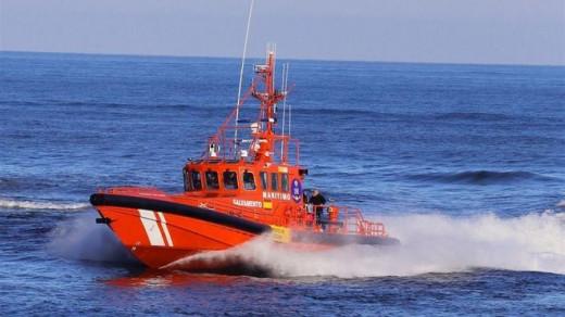 Efectivos de Salvamento Marítimo llevan buscado el velero desde el pasado jueves.