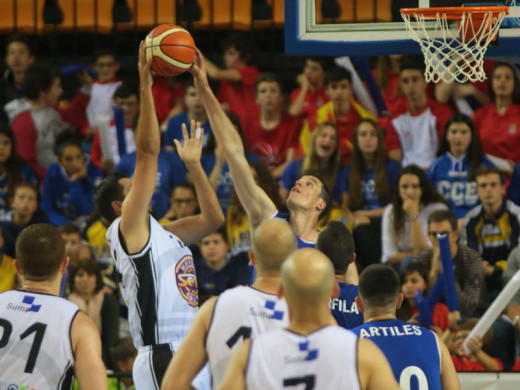 El Bàsquet Menorca golpea primero