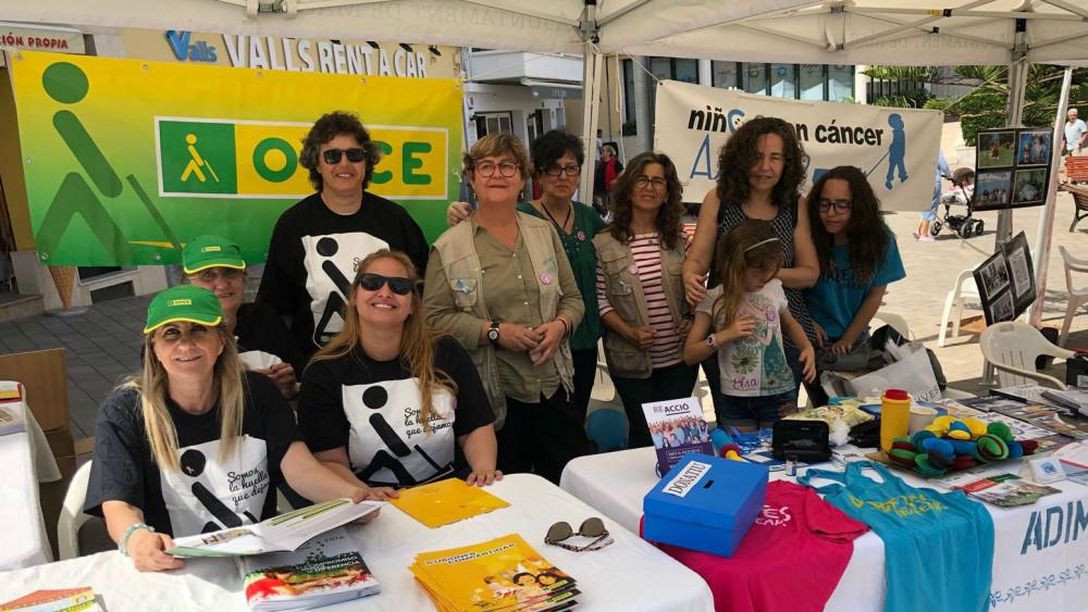 Imagen de algunas de las voluntarias de las asociaciones (Fotos: Tolo Mercadal)