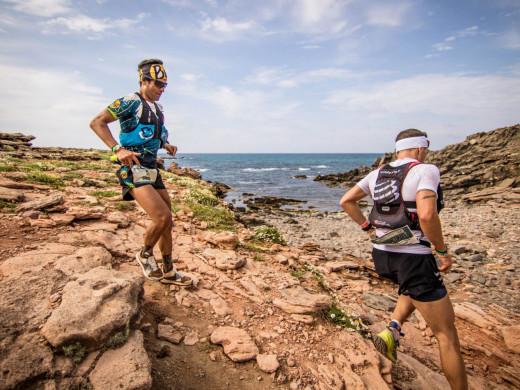 Antoine Guillon y Alice Modignani-Fasoli toman el mando de la Trail Menorca Camí de Cavalls