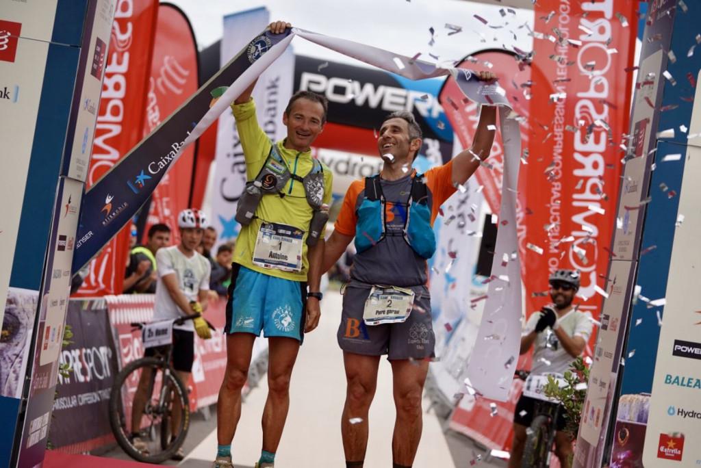 Los ganadores, a su llegada a Ciutadella (Fotos: Ian Corless)