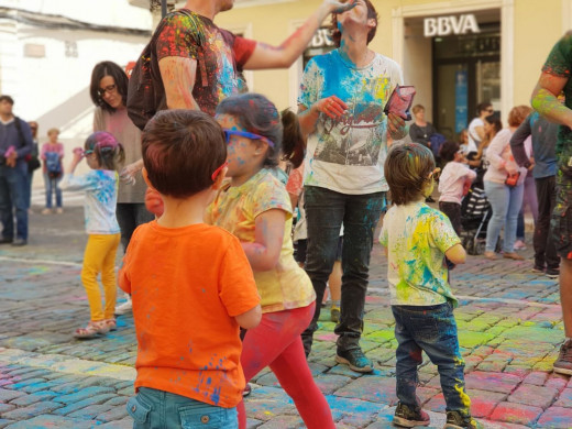 (Galería de fotos) Fiesta de todos los colores en Maó