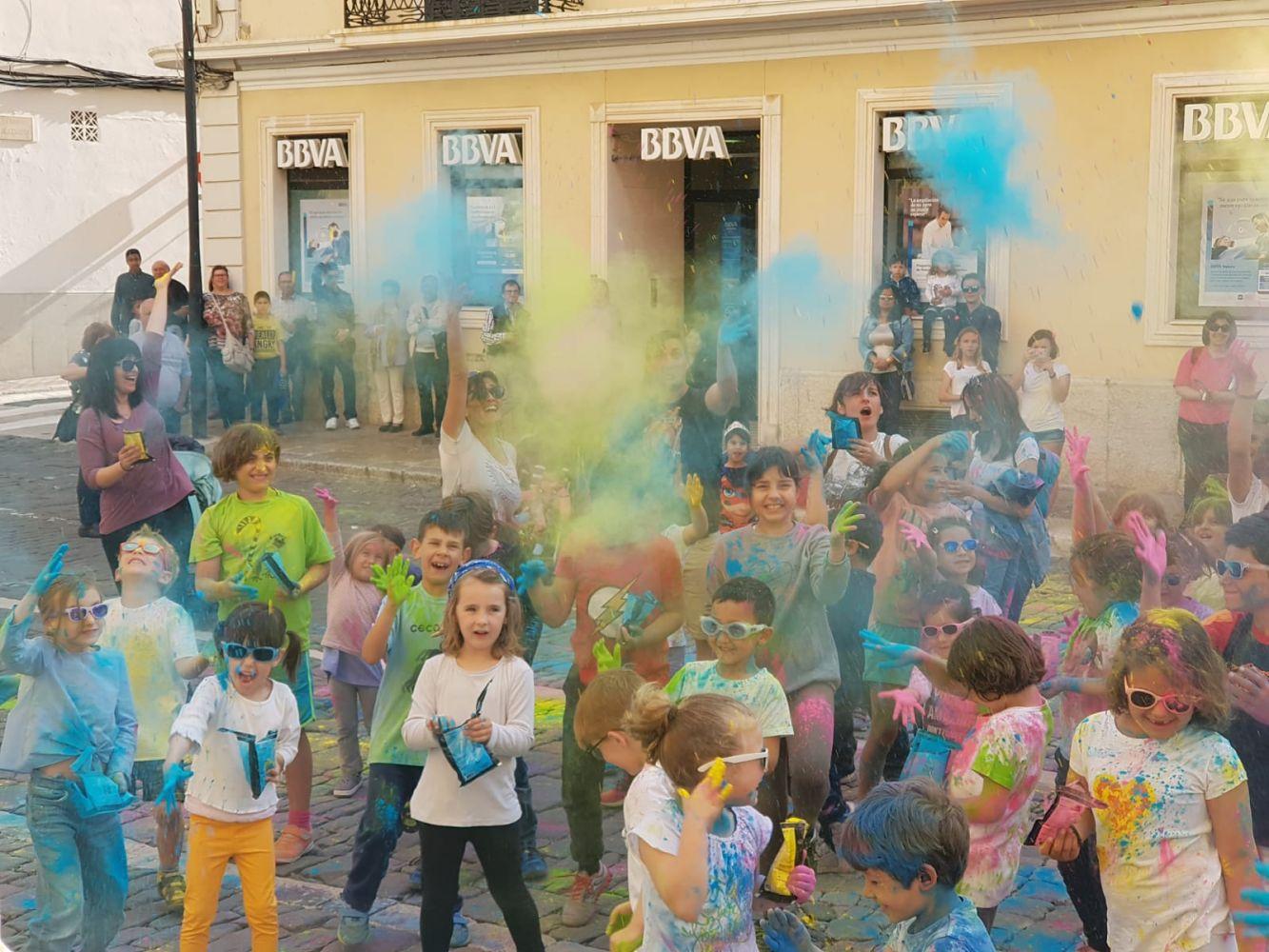 Galería De Fotos Fiesta De Todos Los Colores En Maó Menorca Al Día