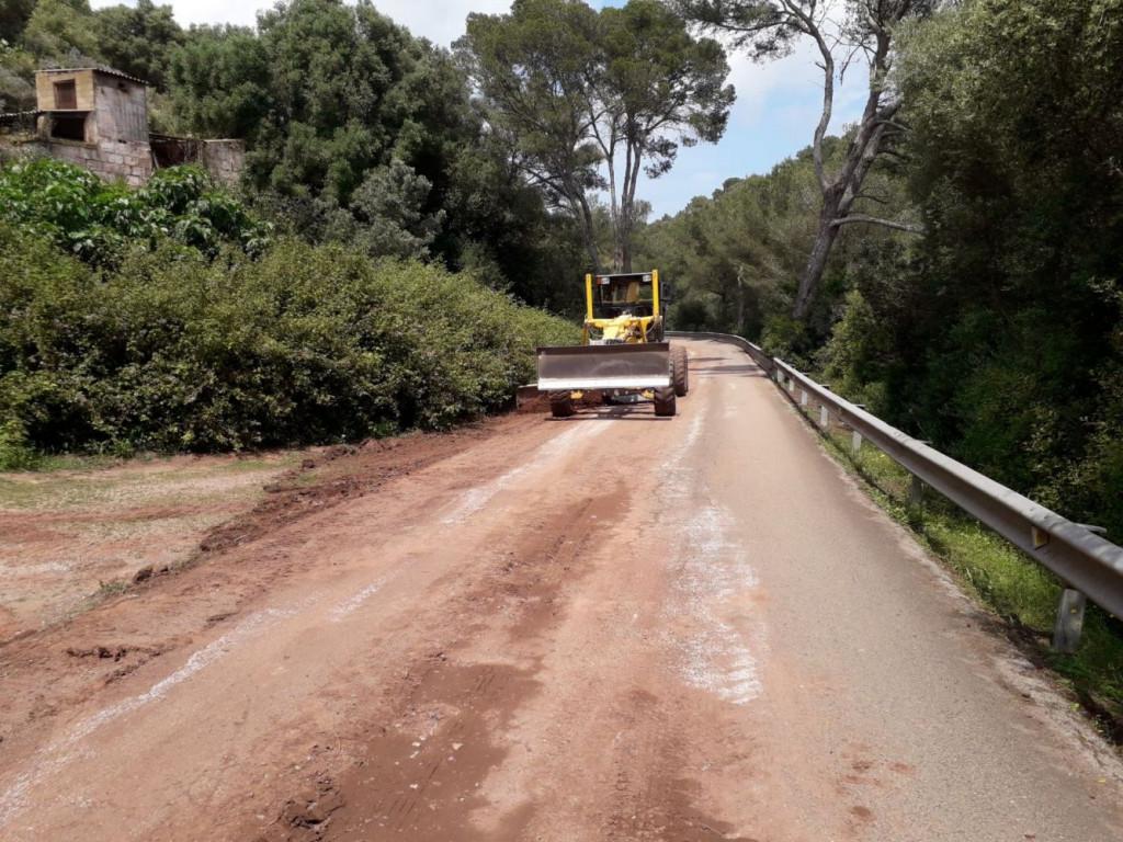 Los trabajos para arreglar los 3,5 kilómetros de carretera entre Es Mercadal y Son Trémol ya están en marcha.