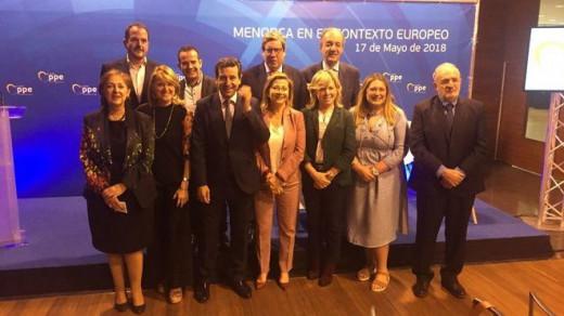 Los eurodiputados y representantes del PP balear debatieron sobre la problemática de Menorca en el ámbito de la UE.