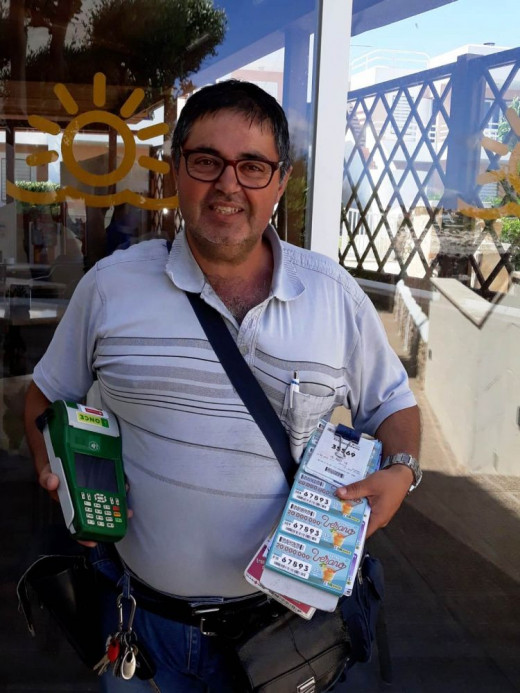 Juan Salas Mesquida ha sido el encargado de repartir la suerte por el Polígono Industrial de Ciutadella.