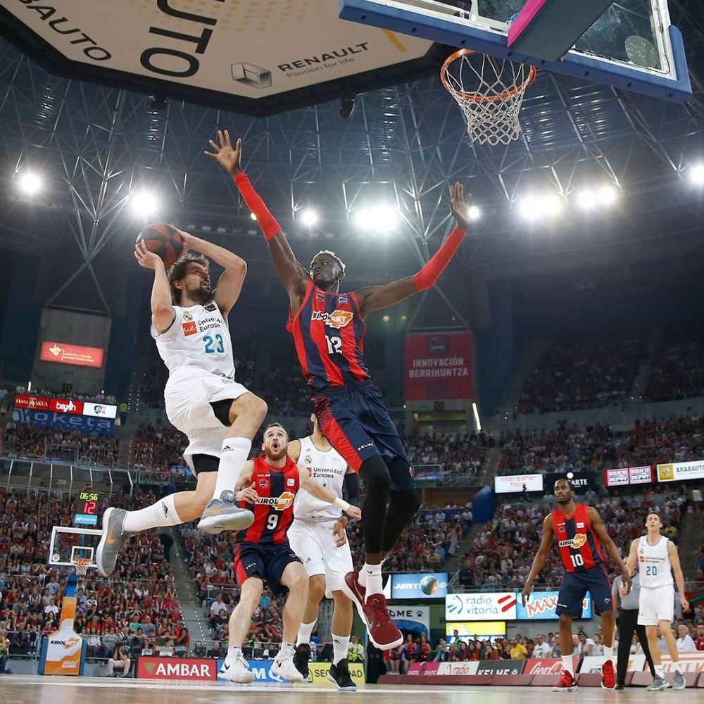 Llull lanza ante Diop (Foto: ACB Photo)