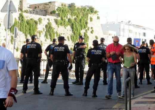 Policías locales en las fiestas de Sant Joan.