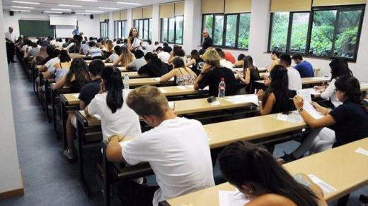 Buena parte de los jóvenes de Menorca salen de la isla para realizar estudios superiores