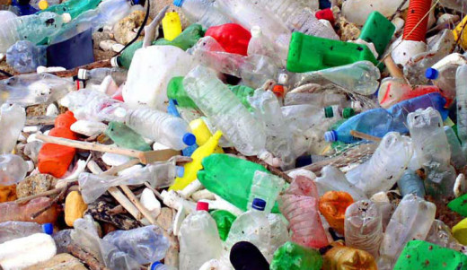Envases y plásticos tras unas fiestas.