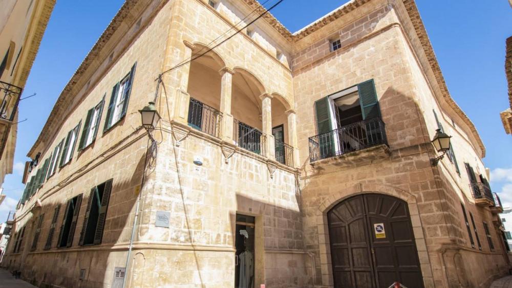 Imagen de la fachada del palacio (Fotos: Bonnin Sanso)