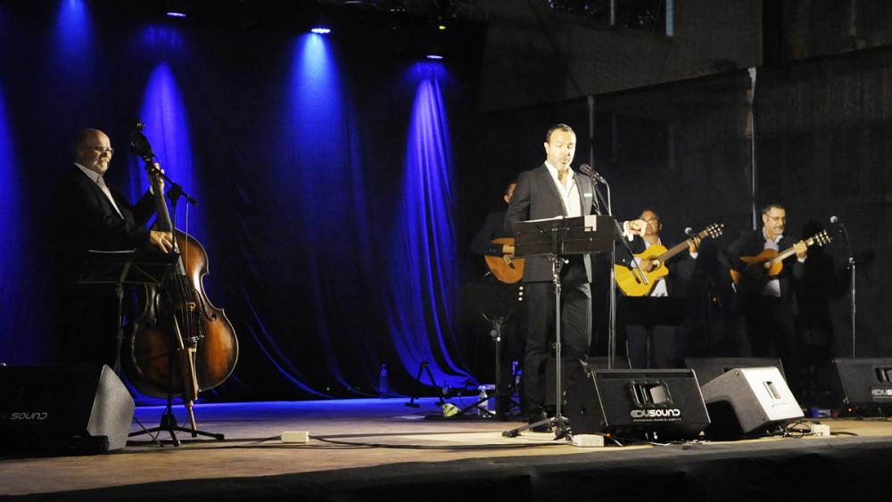 Simón Orfila, en un momento del concierto. (Fotos: TM)