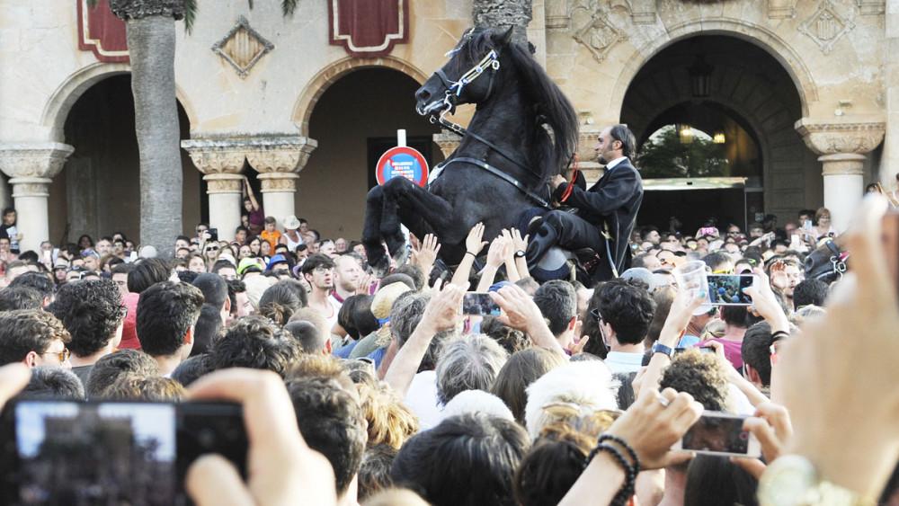 Imagen de archivo de las fiestas de Sant Joan (Foto: Tolo Mercadal)