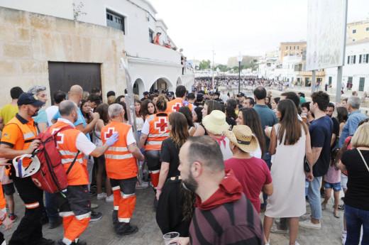 Efectivos de la Creu Roja en unas fiestas.