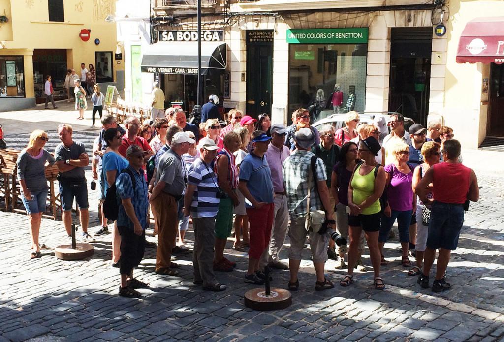Más turistas.