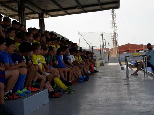 (Galería de fotos) Sergi Enrich visita el campus del Penya Ciutadella
