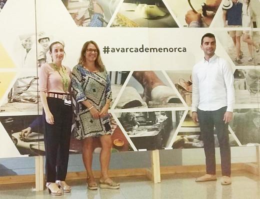 Eva Valenzuela junto a la presidenta del Consell, Susana Mora, y el conseller Miquel Company