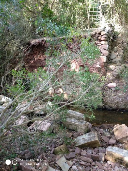 Imagen del puente derrumbado (Foto: Amics del Cami d'en Kane)