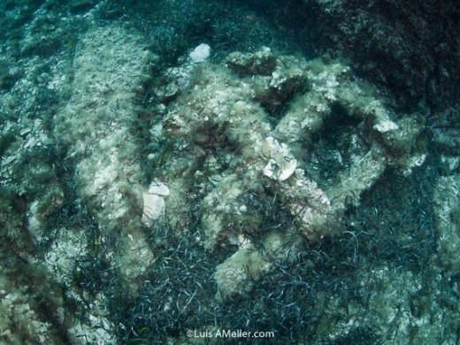 (Fotos) Hallan áncoras de hierro que podrían datar de los siglos XVII o XVIII