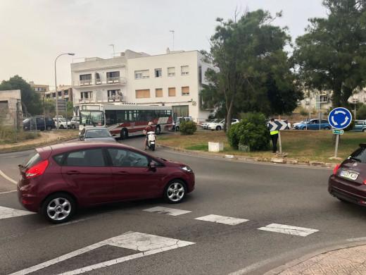 (Fotos) Importantes retenciones de tráfico en Vía de Ronda