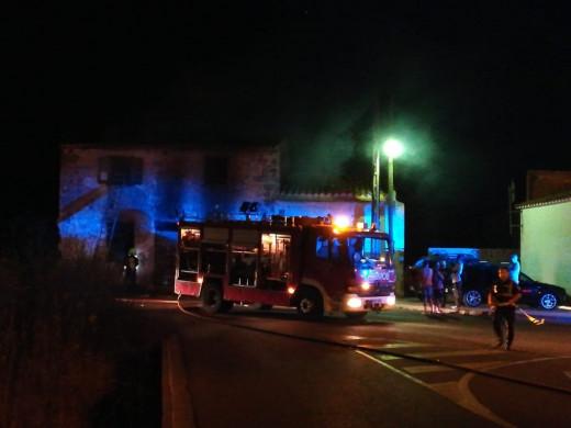 (Fotos) Incendio en una casa en ruinas de Maó