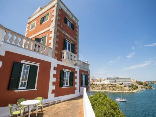 (Vídeo y fotos) La casa con muelle propio que se vende por 2 millones en Es Castell