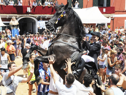 (Fotos y vídeo) Alegría y fiesta en Es Castell